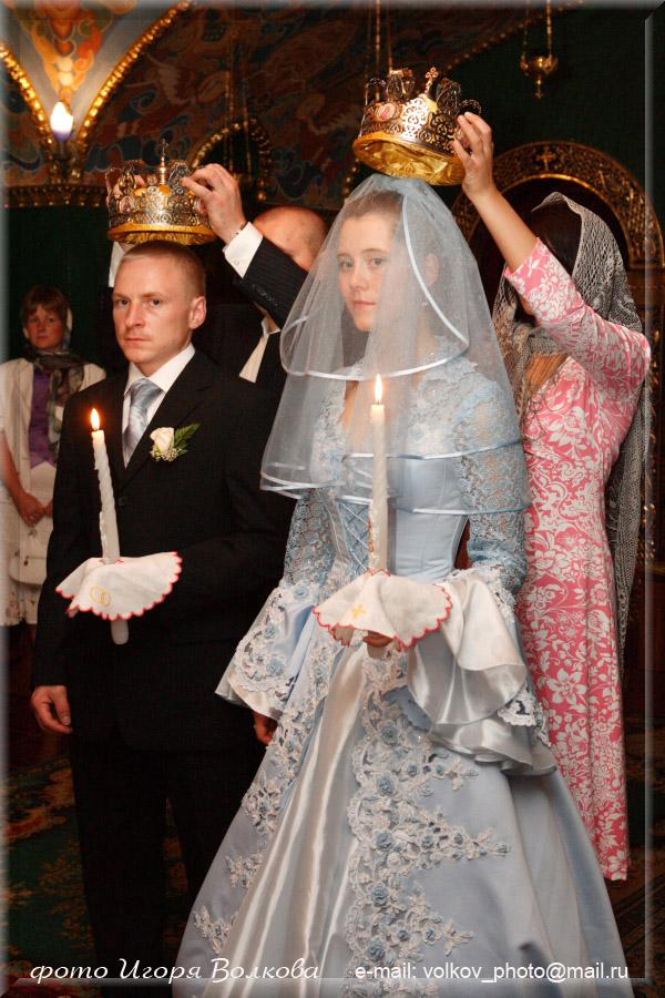 В чем на венчание одет жених